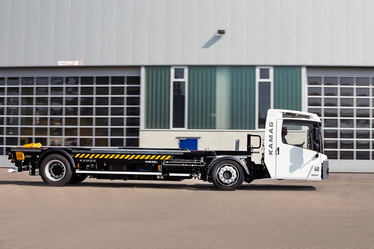 The Wiesel swap body transporter guarantees efficient yard logistics.