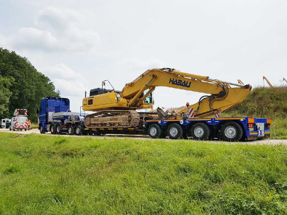 Manoeuvrable and short: the SCHEUERLE-NICOLAS EuroCompact is a popular all-rounder for the transport of construction vehicles